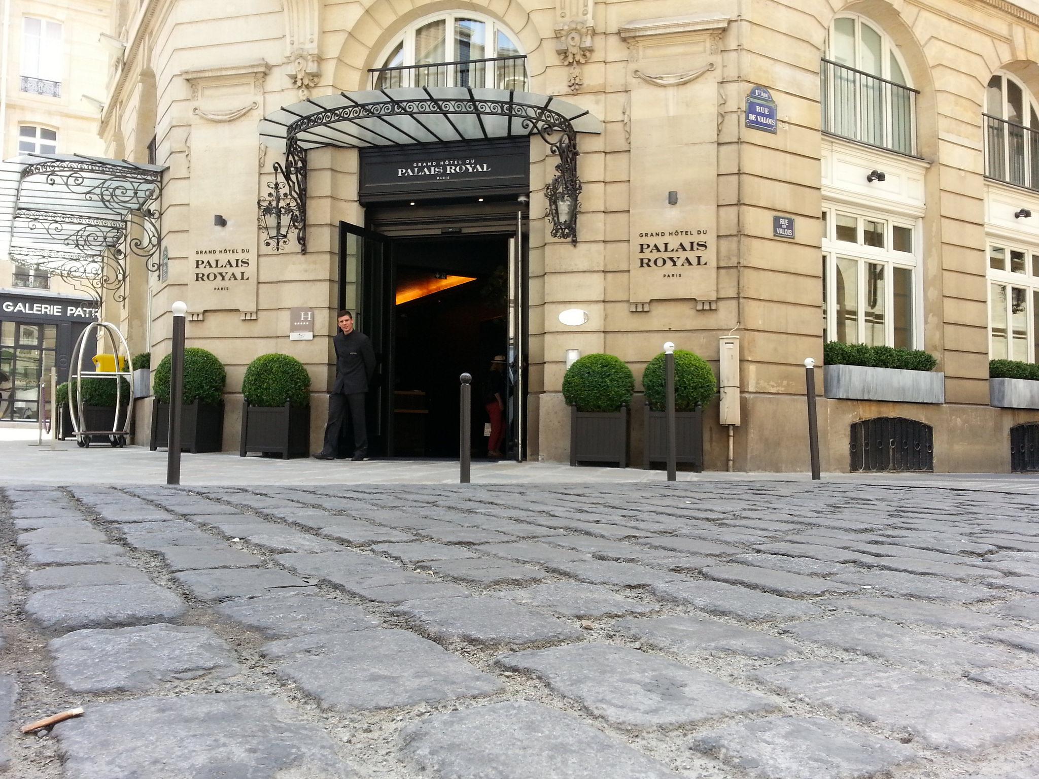 Luxury life for an afternoon le grand h tel du palais royal pr te moi paris - Grand hotel palais royal ...