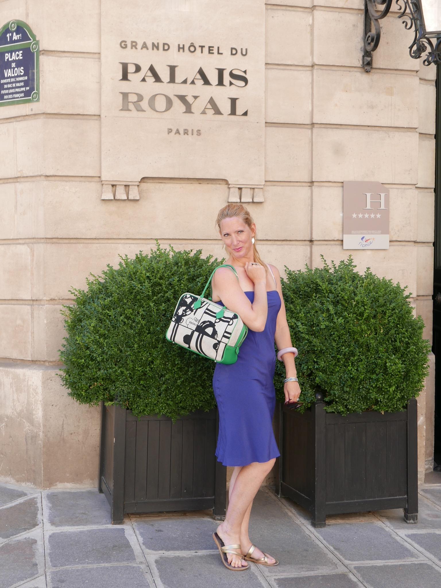 breakfast at le grand hotel du palais royal pr te moi paris. Black Bedroom Furniture Sets. Home Design Ideas